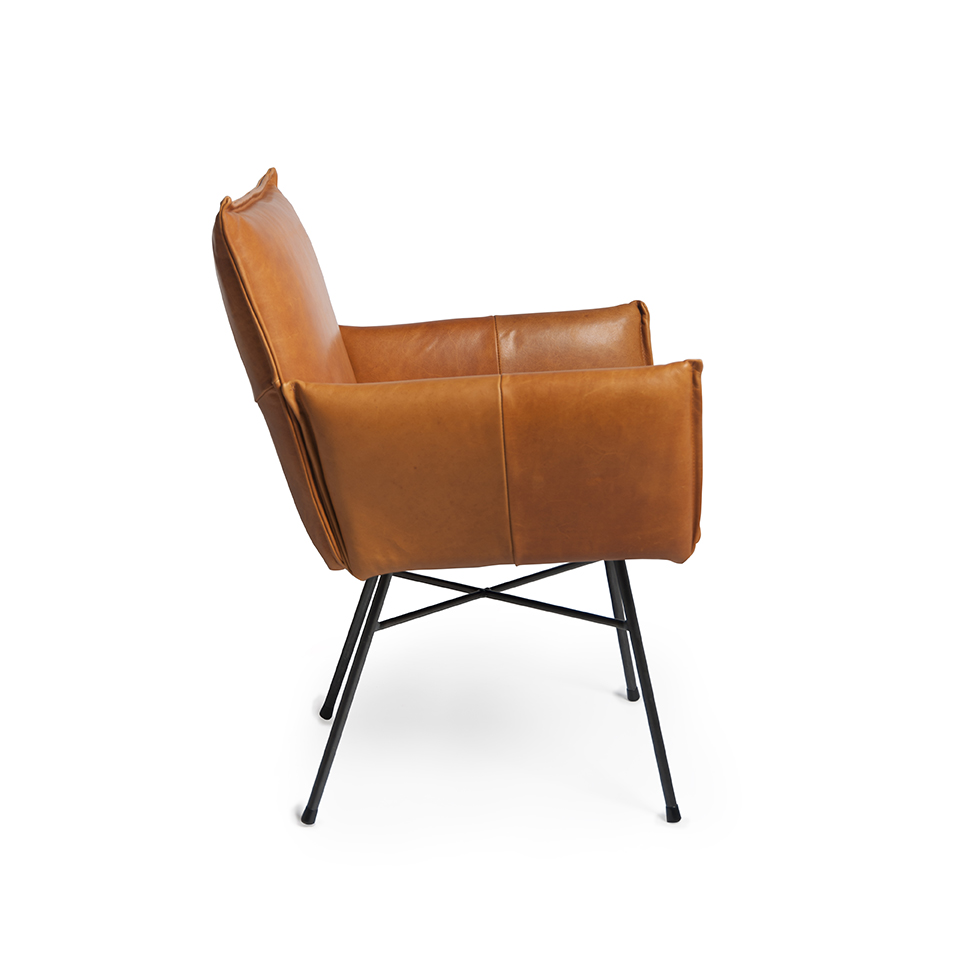 Sanne Diningchair With Arm Luxor Cognac Side